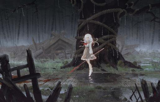 Обои Светловолосая девушка с копьем в руках стоит под дождем