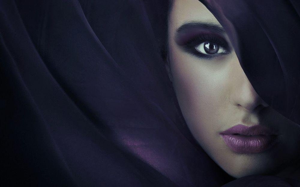 Красивое фото девушки прикрыто лицо