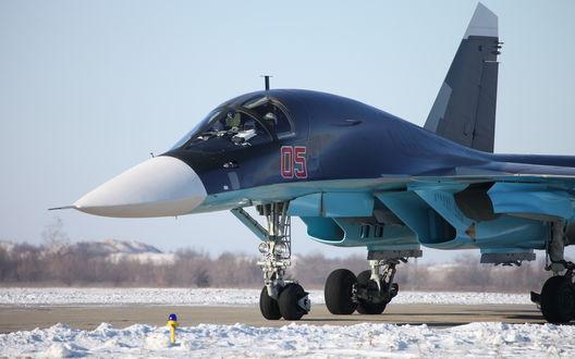Обои Сверхзвуковой бомбардировщик Су-34, стоящий на стоянке