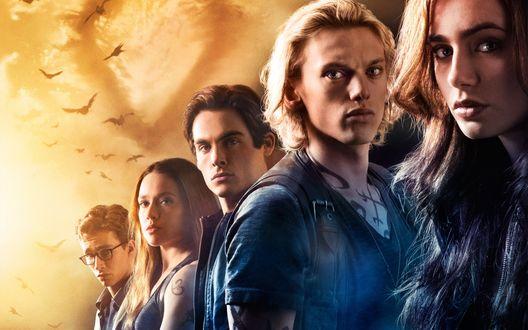 Обои Главные герои Клери, Джейс, Алек, Изабель, Саймон, из фильма Орудия смерти. Город костей