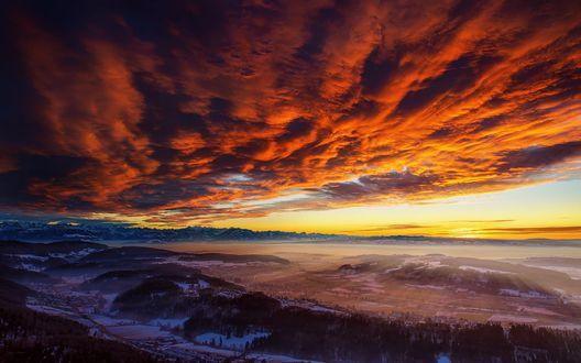 Обои Поля и горы под красными облаками на рассвете