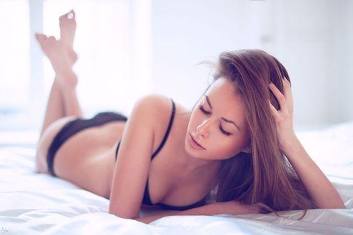 Красивой девуки в постели