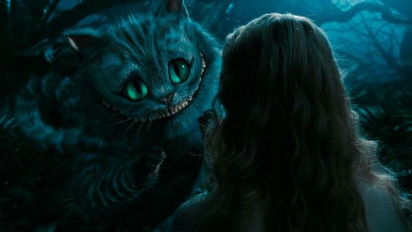 Обои Чеширский Кот / Cheshire Cat улыбается Alice / Алисе из фильма «Алиса в стране чудес» / «Alice in Wonderland»