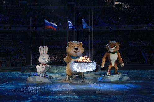 Обои Талисманы Олимпийских игр в Сочи 2014 Леопард, Белый Мишка и Зайка на церемонии закрытия