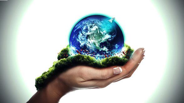 Обои Женская рука держит на ладошке планету земля, которую покидает ракета