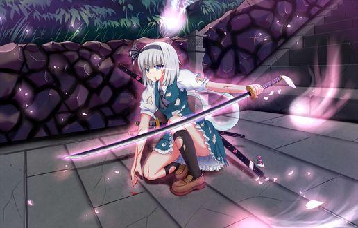 Обои Израненная в битве, в потрепанной одежде Konpaku Youmu / Ёму Конпаку, из серии компьютерных игр Touhou Project / «Проект «Восток» art by Toid310