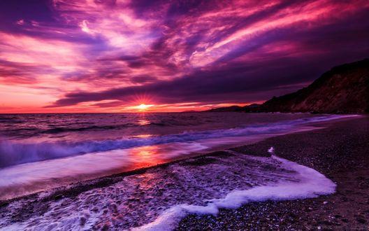 Обои Фиолетовые облака над морем