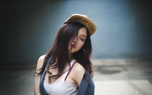 Обои Девушка - азиатка в кепке с надписью Just be cool / Просто будь крут