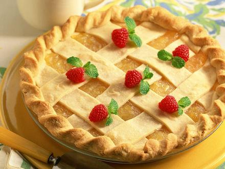 Обои Пирог с ягодами малины