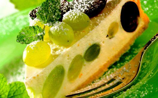 Обои Торт с виноградом в тарелке