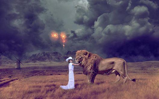 Обои Маленькая девочка в белом платье стоит рядом со львом на фоне фейерверка в облачном небе