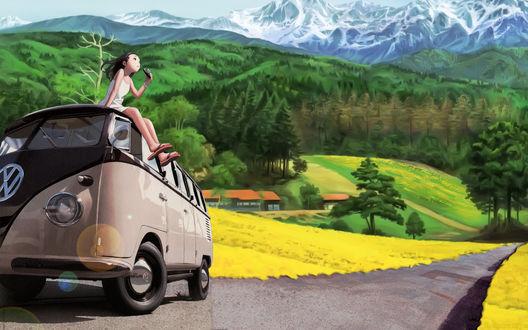 Обои Девушка сидит на крыше автобуса, стоящего на дороге на фоне зеленых гор