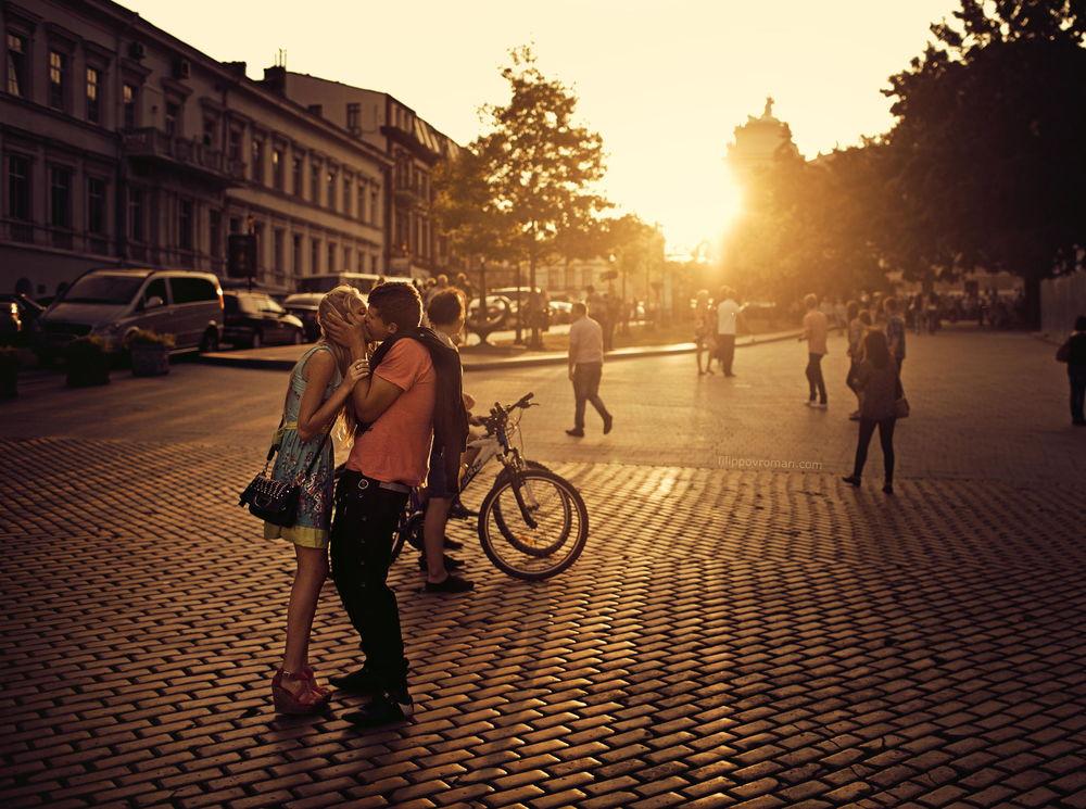 целуются на улице видео - 8
