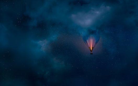 Обои Воздушный шар в ночном облачном небе, фотограф Mikko Lagerstedt