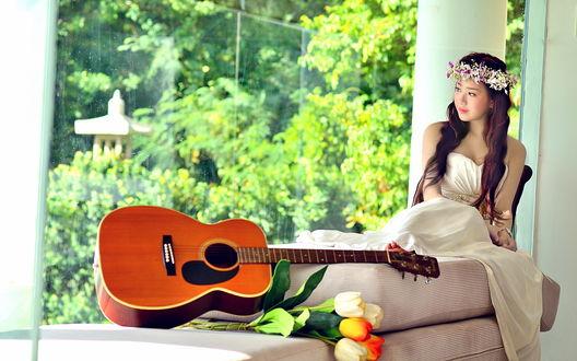 Обои Азиатка и гитара