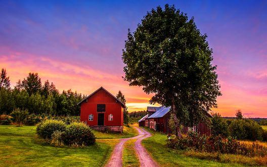 Обои Проселочная дорога, ведущая к небольшой ферме