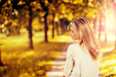 осень и девушка картинка