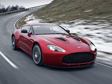 Обои Вишневый Aston Martin V12 Zagato едет по дороге