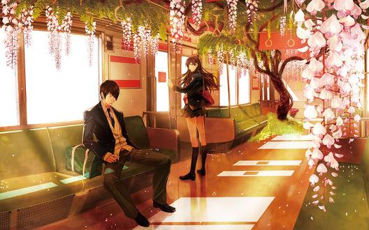 Обои Парень с наушниками заснул в вагоне, заросшем цветущей глицинией, девушка держится за поручень у выхода