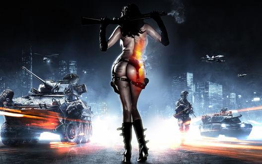 Обои Девушка с оружием на фоне военной техники