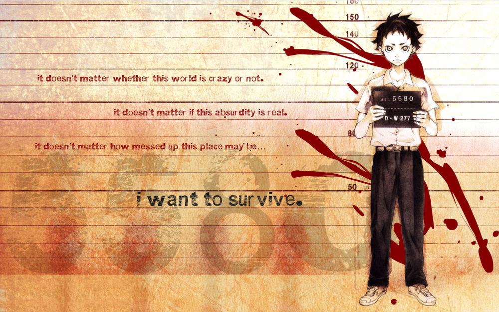 Обои для рабочего стола Igarashi Ganta / Игараси Ганта держит в руках табличку с тюремным номером на фоне стены с надписями и кровавыми брызгамии, аниме Deadman Wonderland / Страна чудес смертников