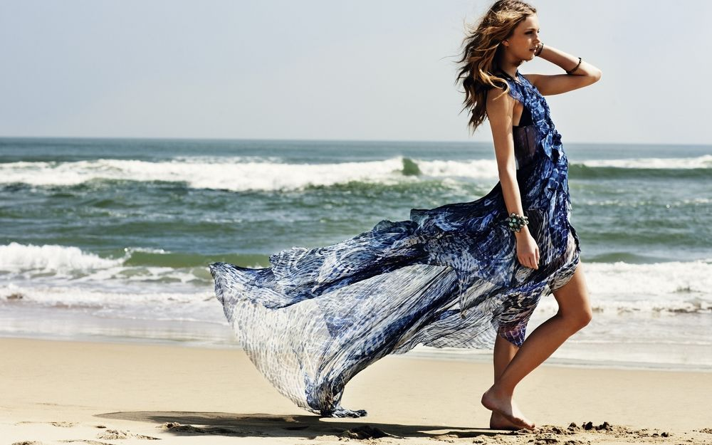 Дельфинами, картинки девушек на море в платье