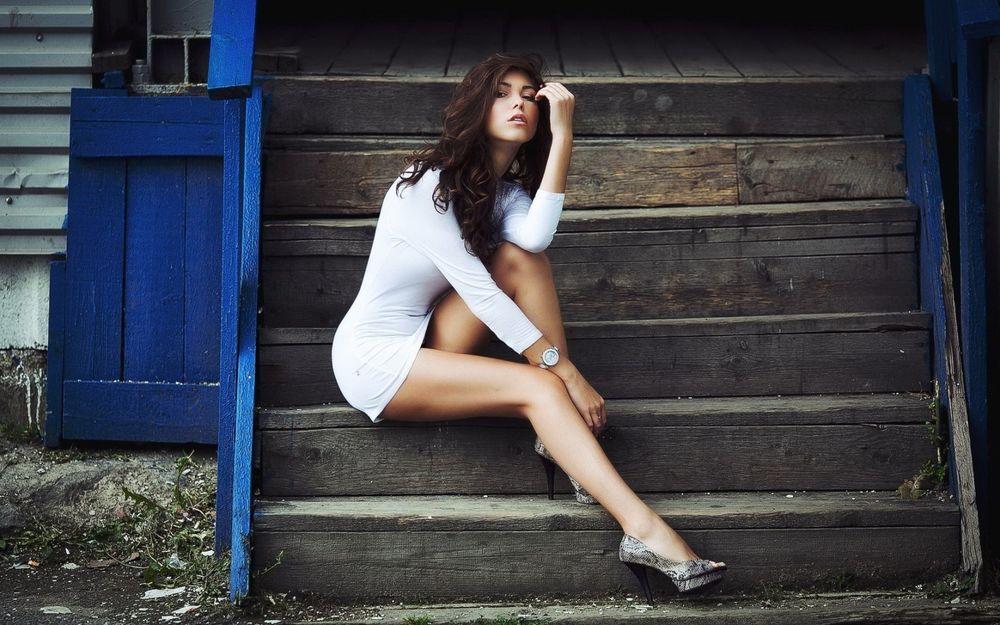 Посмотреть девушка на лестнице фото — img 15