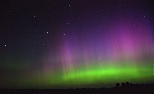 Обои Северное сияние на ночном небе