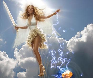 Обои Мэрайя Кэрри / Mariah Carey в образе ангела с мечом