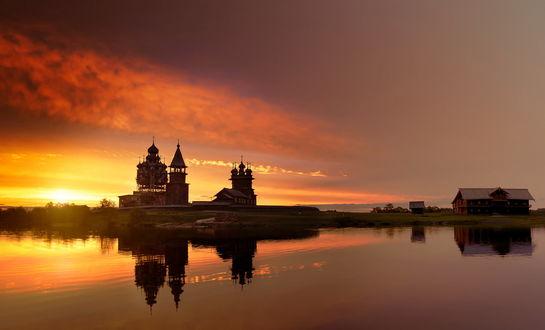 Обои Храм, стоящий на берегу озера, Карелия, остров Кижи, Россия / Karelia, the Kizhi island, Russia на фоне заката, автор Эдуард Гордеев