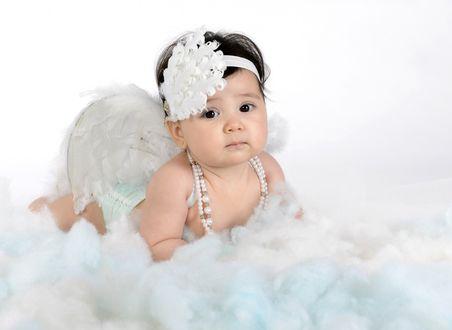 Обои Маленькая девочка в образе ангела