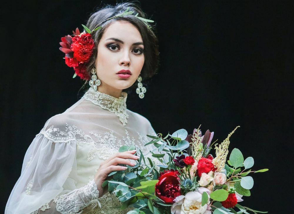 Фото девушки с цветами в руках