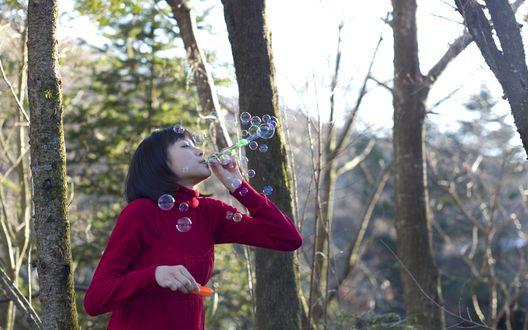 Обои Японская певица, участница группы S / mileage, Вада Аяка / Wada Ayaka пускает мыльные пухыри