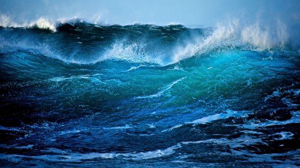 Обои Бурлящий океан на фоне синего неба