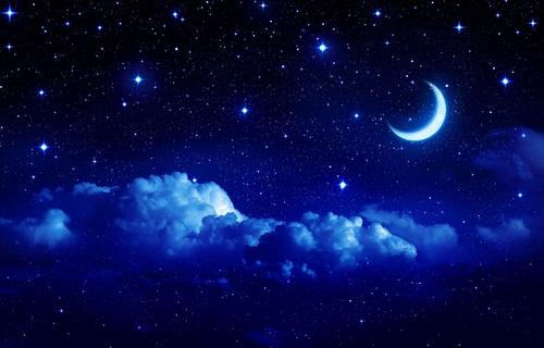 Обои звездное небо с облаками и с