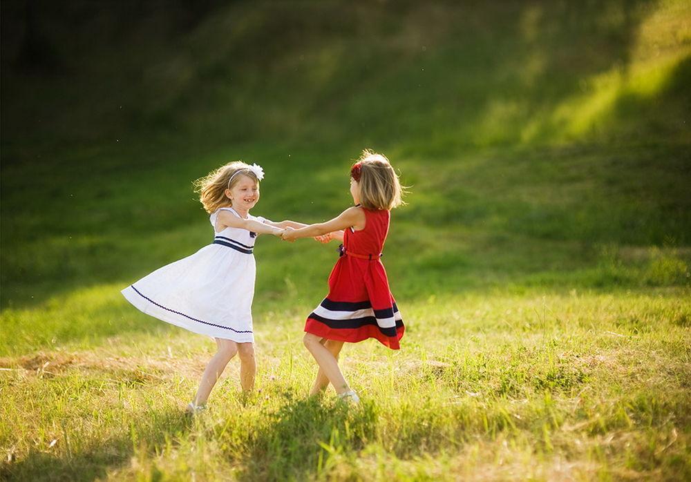 Картинки двух детских руками