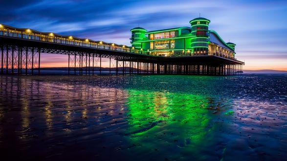 Обои Разноцветное здание на пирсе, Великобритания / Great Britain