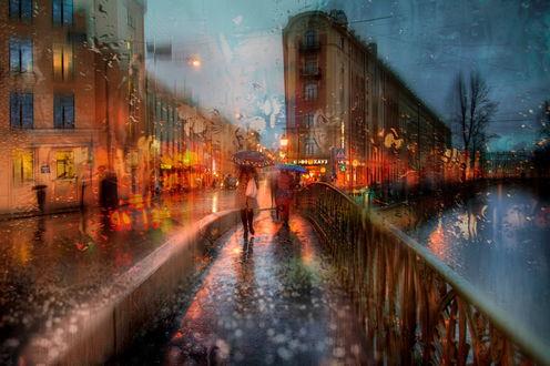 Обои Люди, идущие по вечерним улицам Санкт-Петербурга, Россия / Saint-Petersburg, Russia, под дождем, автор Эдуард Гордеев