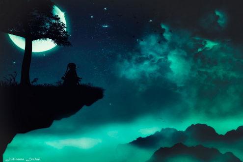 Обои Мальчик в образе сказочного Буратино, сидящий на горном утесе с растущим рядом деревом на фоне ночного, пасмурного неба и ярко светящейся луны в форме полумесяца, художник Julianna Lezhai