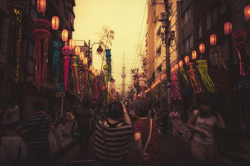 Обои Многолюдная городская улица
