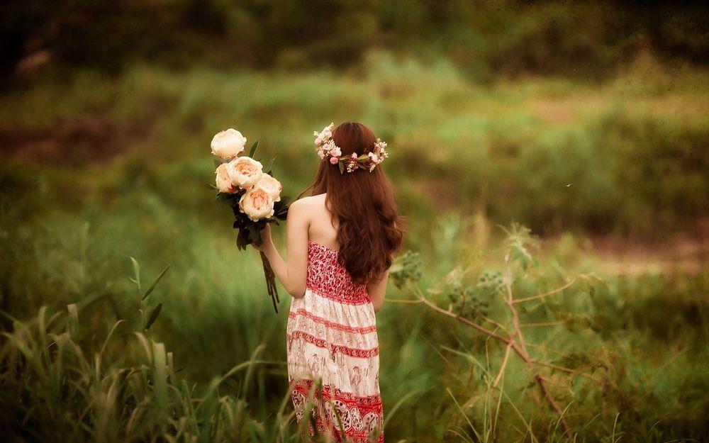 Обои Девушка С Цветами