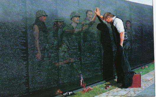 Обои Ветеран американской войны во Вьетнаме / Vietnam, стоит у мемориальной стены с фамилиями погибших, мысленно видит и общается со своими погибшими товарищами.(Рисунок)