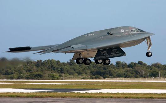 Обои Взлет с земли американского боевого самолета СТЕЛС / Stelc, США / USA