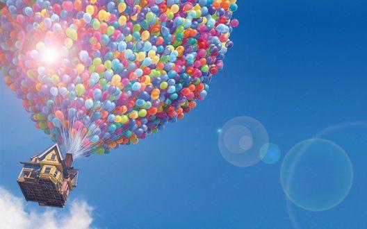 Обои Сказочный домик поднимается в небо, на разноцветных воздушных шарах
