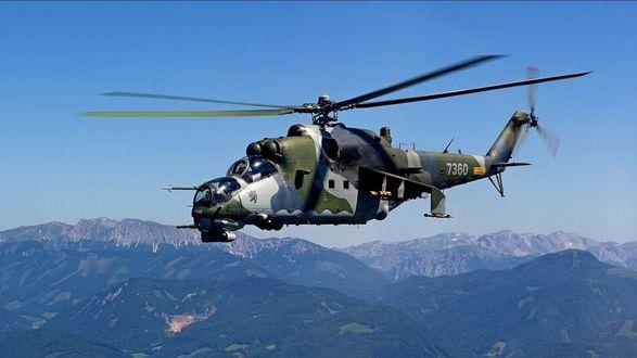 Обои Боевой вертолет МИ - 24 летит в небе над горами