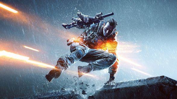 Обои Персонаж компьютерной игры Battlefield 4, боец прыгает за бетонное укрытие, держа в руке автомат и уклоняясь от огня