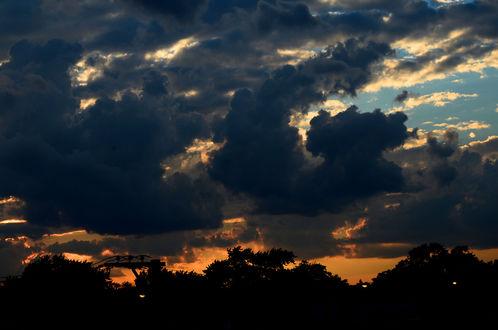 Обои Мрачное ночное облачное небо