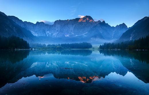 Обои Горы и их отражение в озере, работа First brush of light / первый снег, фотограф Mariuszbrcz