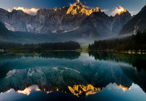 Обои Горы и окружающая природа отражаются в водоеме, работа в зеркале, фотограф Mariuszbrcz