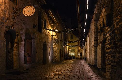 Обои Мощеные, узкие улочки ночного Таллина, Эстония / Tallinn, Estonia, автор Scorpio (Игорь Мелекесцев)